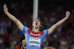 O druhý titul svetového šampióna sa v behu na 110 m cez prekážky pokúsi Sergej Šubenkov.