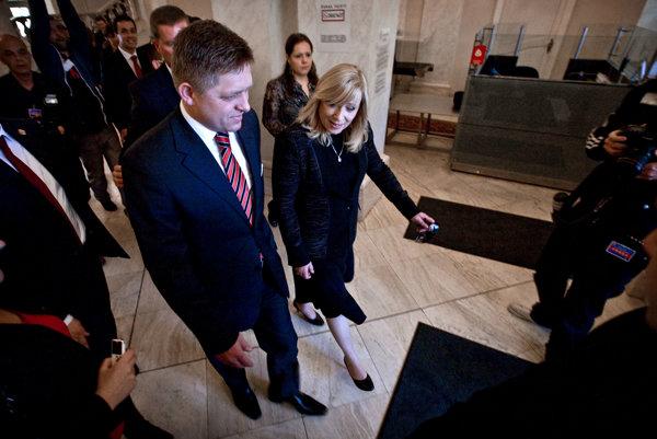Expremiérka Iveta Radičová s premiérom Robertom Ficom sa pre kauzu Osrblie, ktorá súvisela s udelením dotácie z rezervy, súdili.