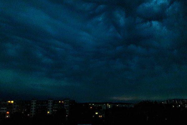 Búrka nad Košicami v pondelok pred 21. hodinou.
