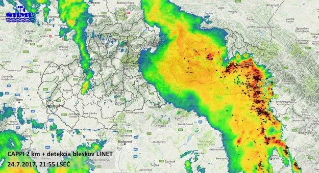 Detekcia bleskov nad východným Slovenskom v pondelok pred 22. hodinou.