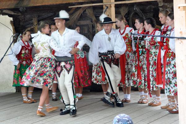Folklórny súbor Goral z Hladovky.