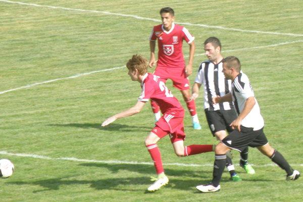 Zo zápasu KFC - Videoton II, ktorý sa skončil výsledkom 1:1.