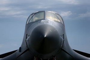 Americký bombardér Rockwell B-1 Lancer.
