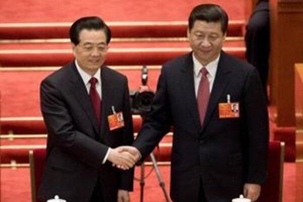 Nový čínsky prezident Si Ťin-pching a odstupujúci Chu Ťin-tcha.
