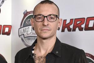 Speváka americkej rockovej skupiny Linkin Park Chestera Benningtona pochovali v prímorskom meste Palos Verdes.