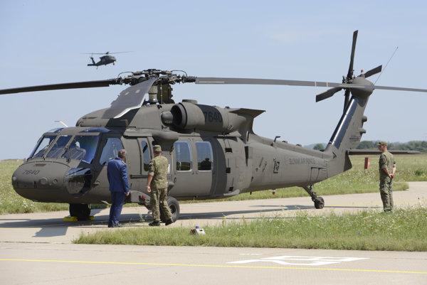 Nový vrtuľník Sikorski UH-60M Black Hawk.