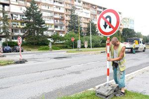 Čiastočne uzavretý. Koľajový prejazd pred križovatkou Trieda SNP – Ondavská – Ipeľská je v smere od OC Galéria neprejazdný. V opačnom smere (od amfiteátra) ho budú môcť autá využívať.