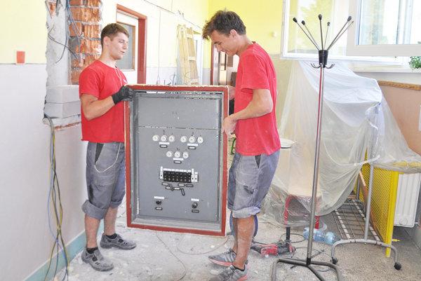 V škôlke na ulici Obrancov mieru budú mať novú elektroinštaláciu.