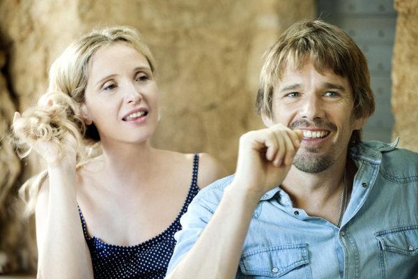 Julie Delpy a Ethan Hawke vo filme Pred polnocou.