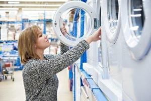 Nákup práčky na splátky sa sťaží, rovnako ako nákup auta na finančný lízing alebo zriadenie kreditnej karty.
