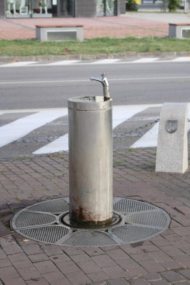 V Galante na námestí je vodovod s pitnou vodu.