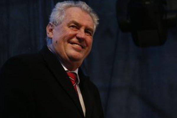 Miloš Zeman môže oslavovať, v druhom kole zabojuje o prezidentský post s Karlom Schwarzenbergom.