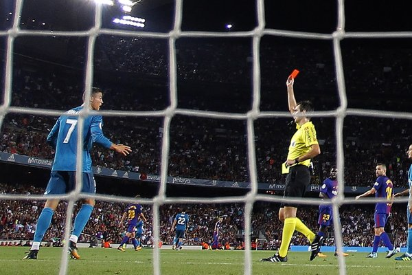 Moment, kedy dostal Cristiano Ronaldo červenú kartu.