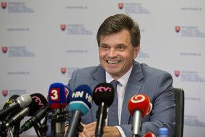 Peter Plavčan počas tlačovej konferencie.