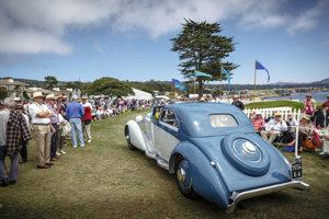 Automobil Hispano-Suiza J12 Fernandez et Darrin Coupe de Ville z roku 1934 vystavený v rámci týždňa klasických automobilov v Monterey.
