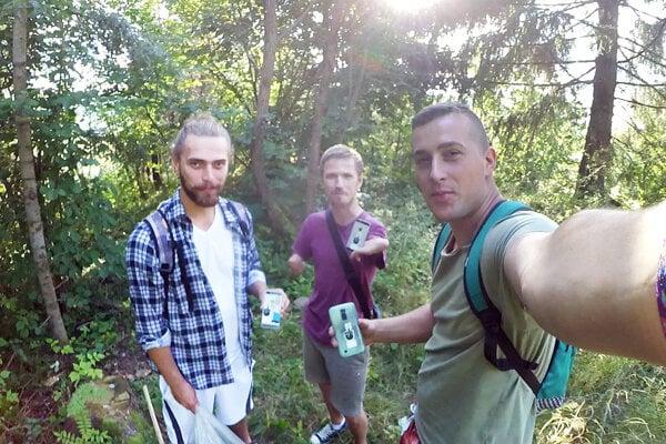 Časť zpäťčlenného tímu dobrovoľníkov, ktorý čistil rabčiansky chotár.