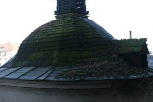 Pôvodný krov bol výrazne poškodený.