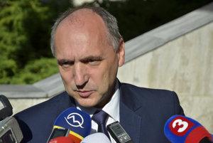 Pavol Gašper počas brífingu, na ktorom pred začiatkom plánovaného zasadnutia Mestského zastupiteľstva mesta Poprad oznámil, že koncom mesiaca odstúpi zo svojej funkcie.