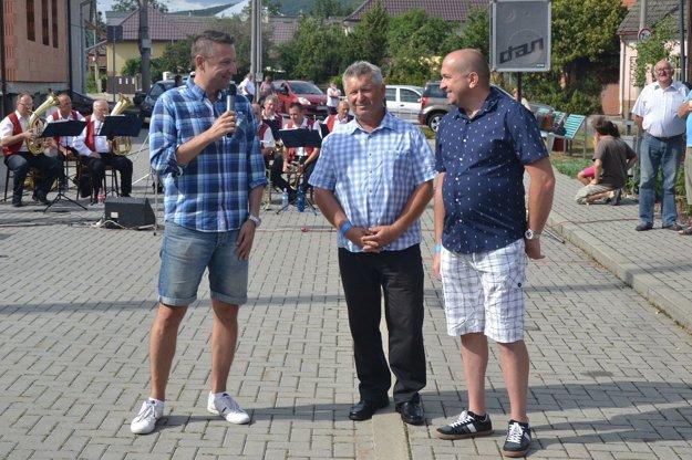 Na slávnosti v Bošáci so starostom obce (vpravo) a starostom partnerskej obce Horní Redice z ČR (v strede).
