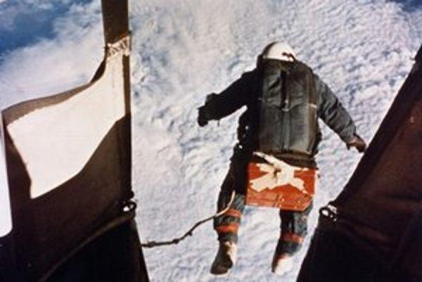 Po tomto Kittingerovom zoskoku lekári ďalší pokus zakázali. Nasledujúcich 50 rokov sa oň nik nepokúsil.
