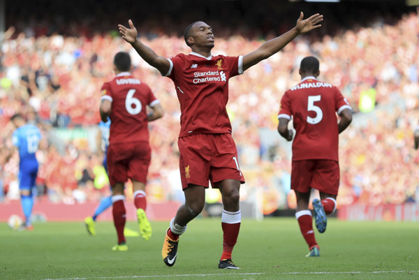 Daniel Sturridge (v strede) v drese Liverpool FC.