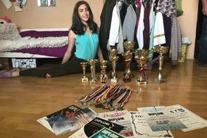Nicolette Fabová so svojimi trofejami