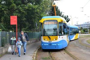 Linka číslo 4.Barčiansky park je scentrom mesta opätovne spojený električkovou linkou.