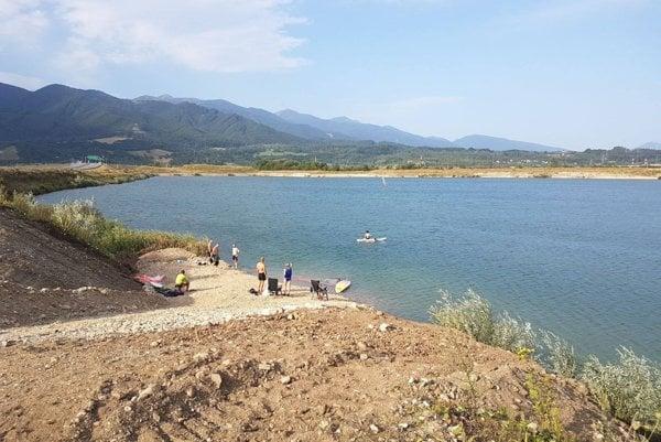 """Sučianske """"Chorvátsko"""" si obľúbili plavci i vyznávači windsurfingu."""