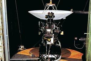 Testovací model sondy Voyager sa do vesmíru nikdy nedostal. V simulačnej komore však museli testovať jeho letový hardvér.