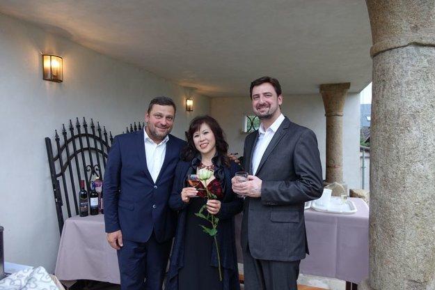 Zľava: Gustáv Beláček, Nao Higano, Marek Vrábel.