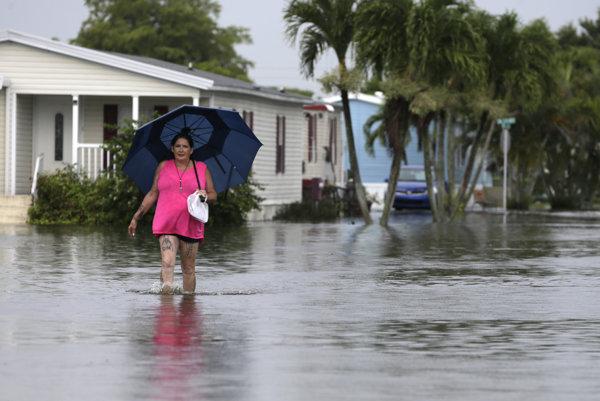 Ulice Floridy sú pod vodou.