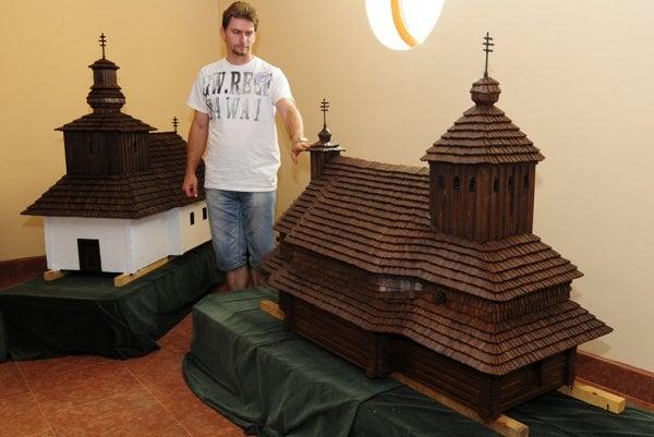 Makety drevených chrámov nájdete v miniskanzene v Ľutine.