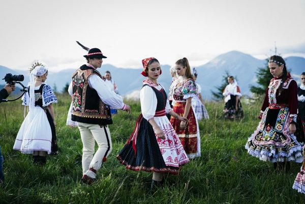 Chýr ide do sveta. Slovenské dievčatá už opantali hlavy nejednému cudzincovi.