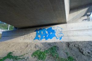 V Čadci opäť vyčíňali vandali.