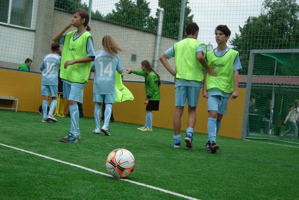 Prvý futbalový zápas na novej ploche.
