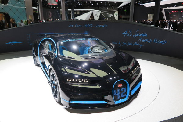 Bugatti Chiron, v ktorom Juan Pablo Montoya zrýchlil na 400 km/h a opäť zabrzdil za neuveriteľných 42 sekúnd.