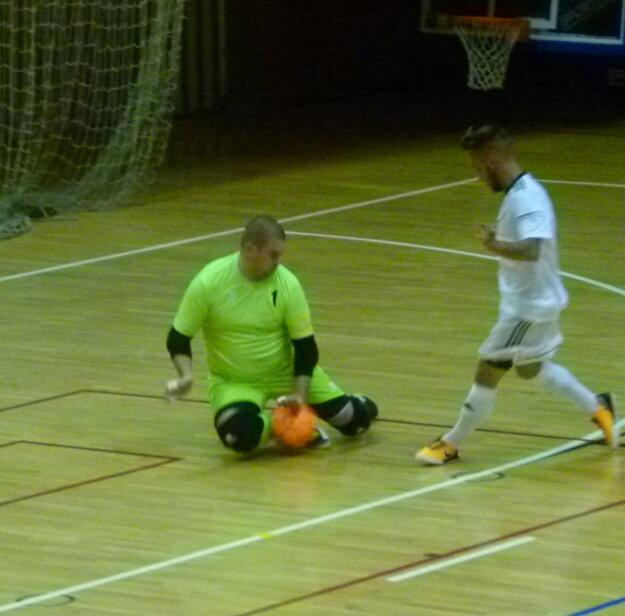 Peter Brestovanský svoj únik v 5. minúte zápasu nepremenil.