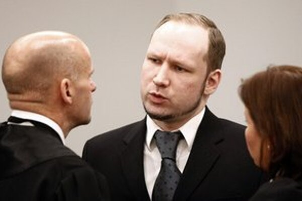 Breivik počas rozhovoru s obhajcom Geirom Lippestadom.