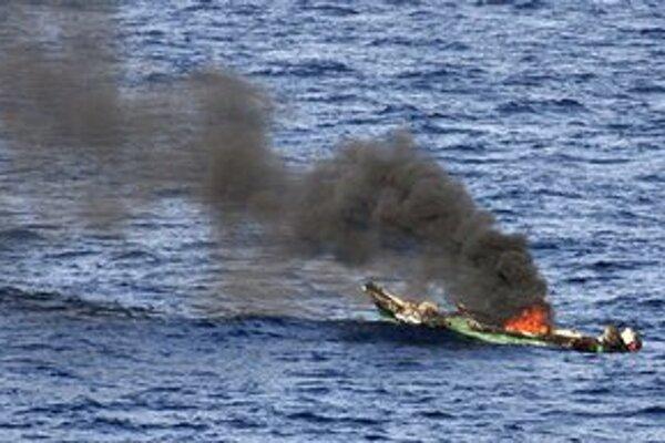 Pirátska loď zničená americkým námorníctvom.