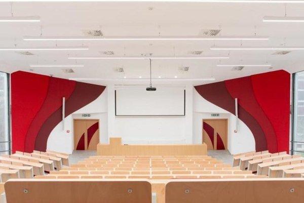 Vynovená aula. Otvorili ju v prvý deň nového akademického roka.