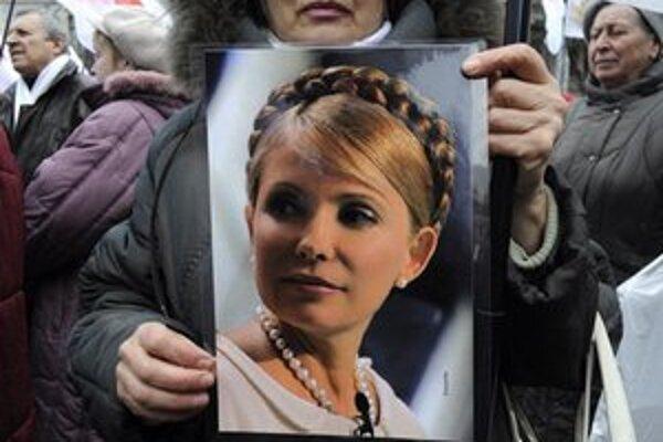 V uliciach Kyjeva sa pravidelne schádzajú Tymošenkovej prívrženci.