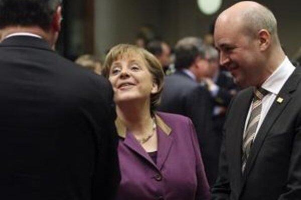 Švédsky premiér Fredrik Reinfeldt sa pridal k nemeckej kancelárke Angele Merkelovej v bojkotovaní Ukrajiny.