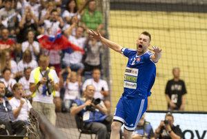 Na snímke Tomáš Urban (SVK) sa raduje po strelenom góle počas kvalifikačného stretnutia o postup na ME 2018 v hádzanej mužov Slovensko - Rusko.