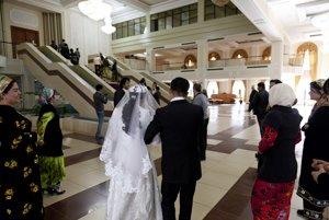 Tadžická svadba - musí byť skromná a trvať tri hodiny.