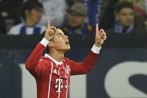 James Rodriguez oslavuje po góle do siete Schalke.