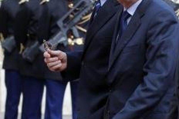 Jean-Marc Ayrault prichádza na inauguráciu Francoisa Hollandea do Elyzejského paláca v Paríži.