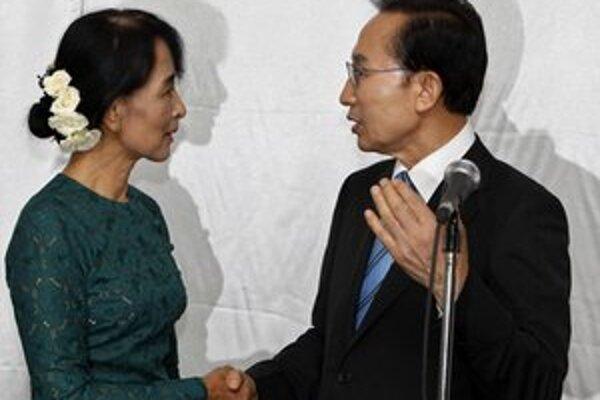 Juhokórejský prezident sa stretol aj s barmskou demokratickou líderkou Su Ťij.