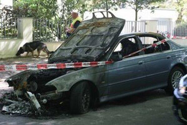 Zhorené auto ekonóma.