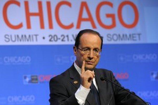 Prezident Hollande splní sľub. Na rokovaní NATO oznámil, že Francúzsko stiahne vojakov z Afganistanu do konca tohto roka.