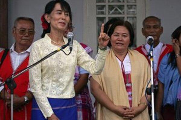 Su Ťij sa prihovára k svojim voličom.